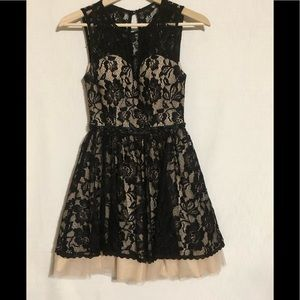 B DARLIN Dress Size 3/4 Feminine!